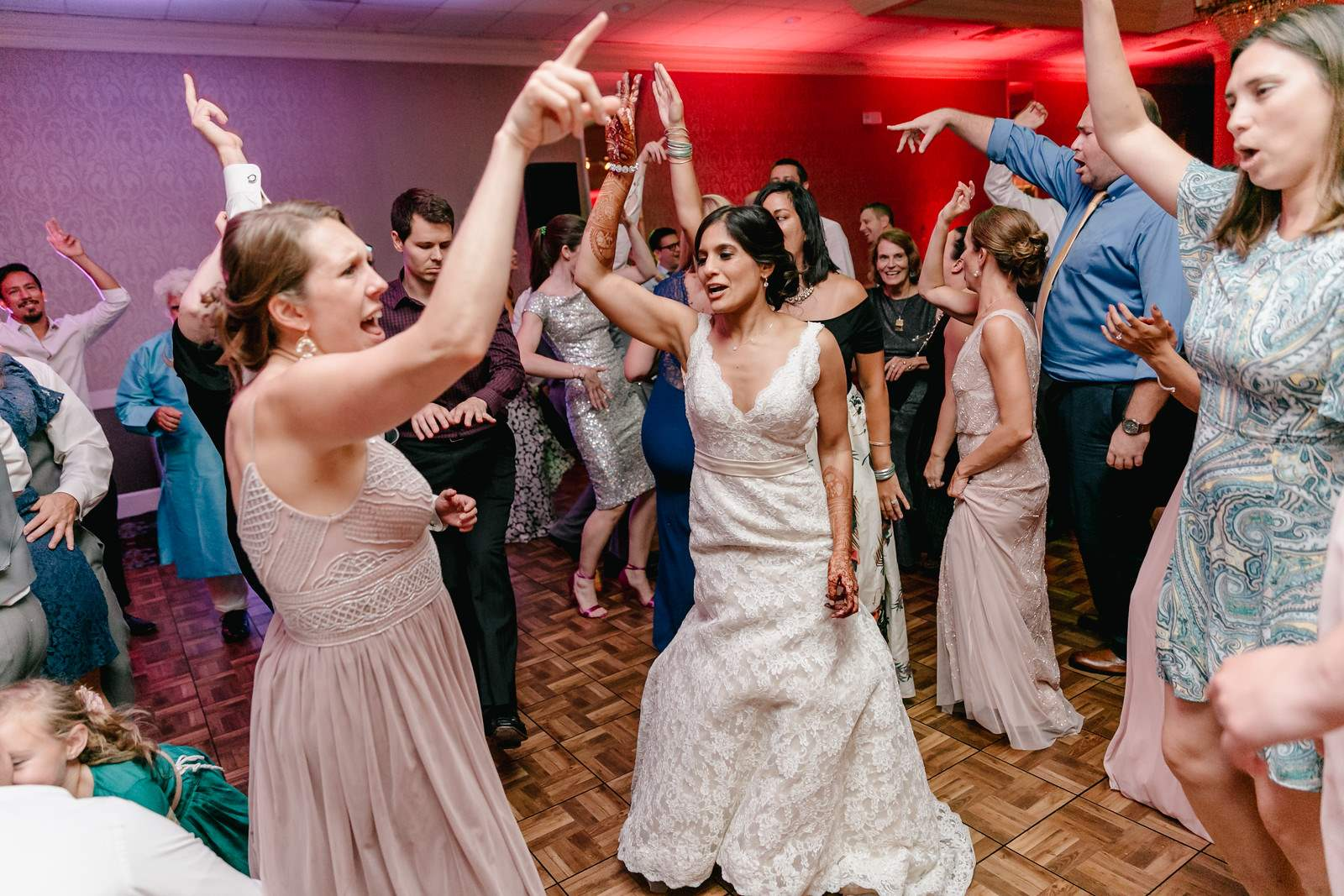 Renu_on_the_dance_floor_with_bridal_party